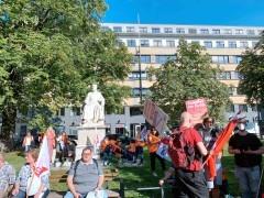 不满工作负担过重 德国柏林医护人员举行罢工